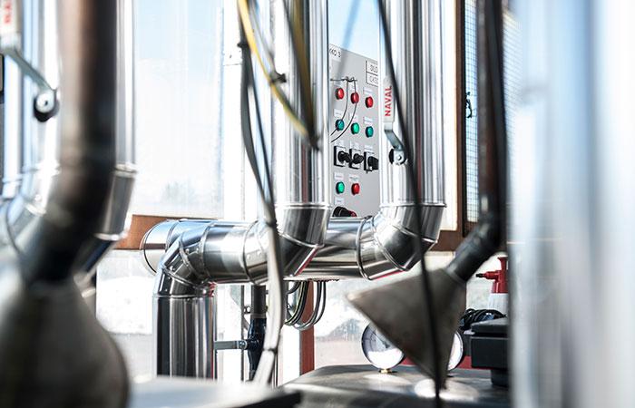 Teollisuuden sähköasennukset hoituu Karppelinin avulla.